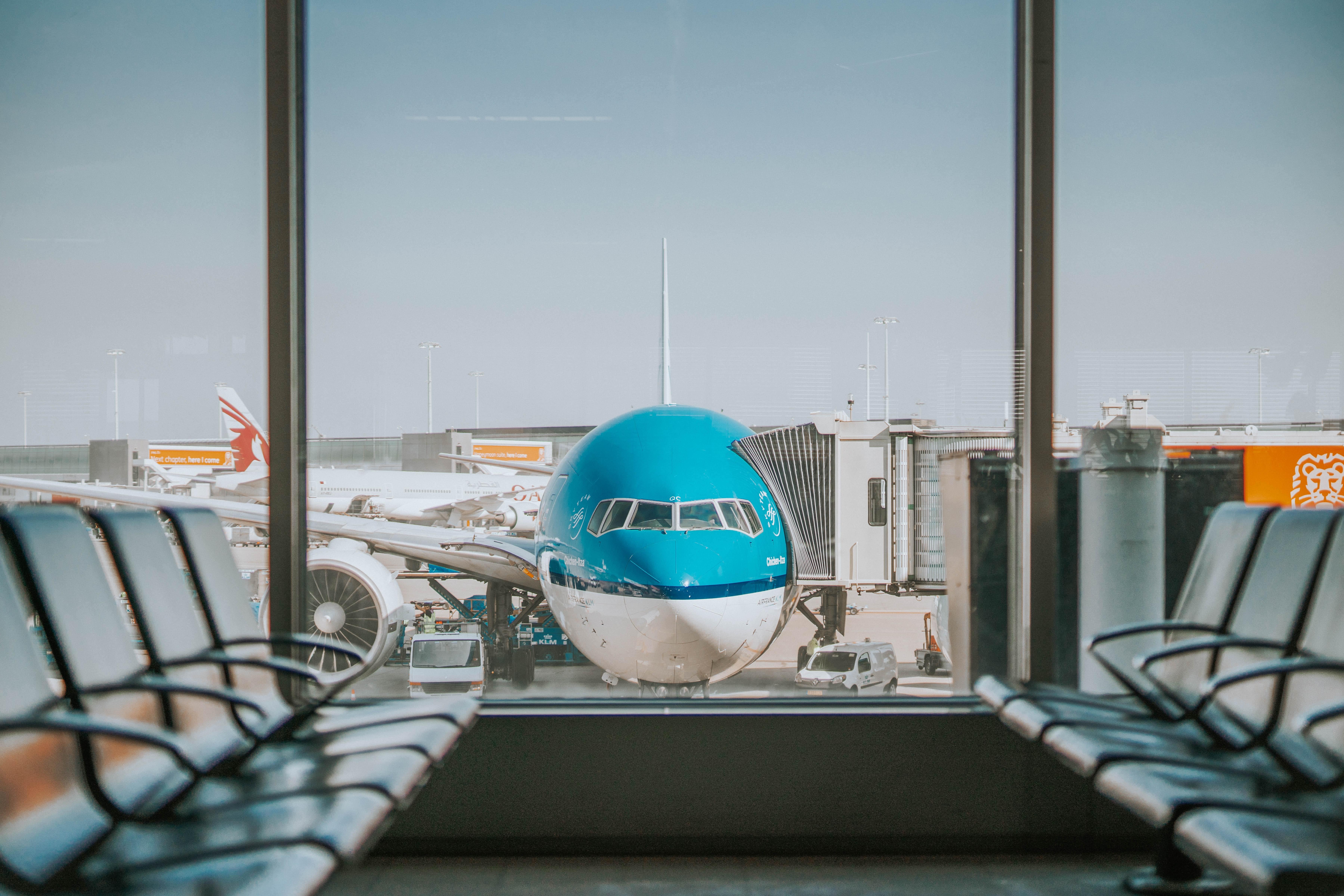 letadlo KLM na letišti
