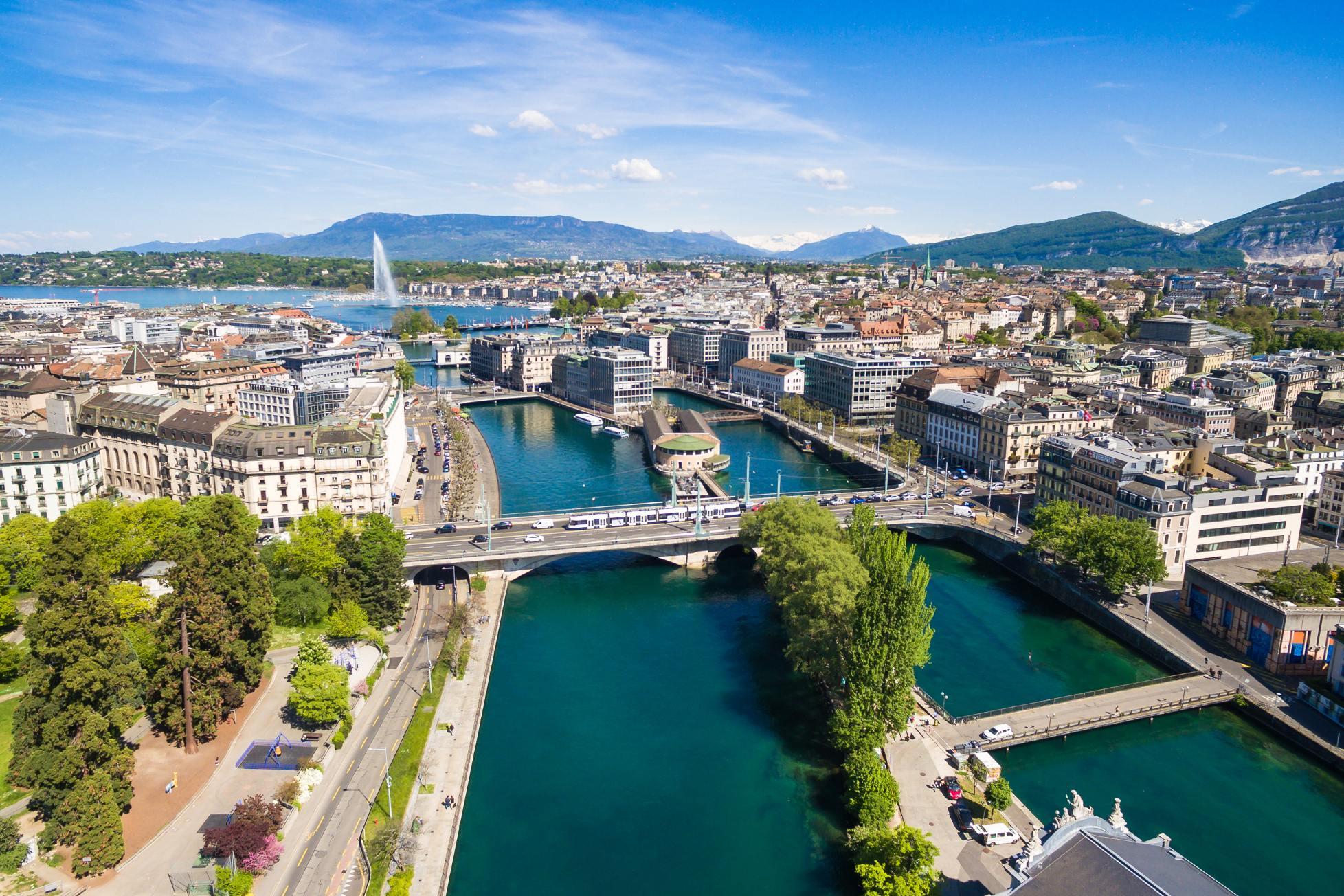 pohled z výšky na ženevské jezero