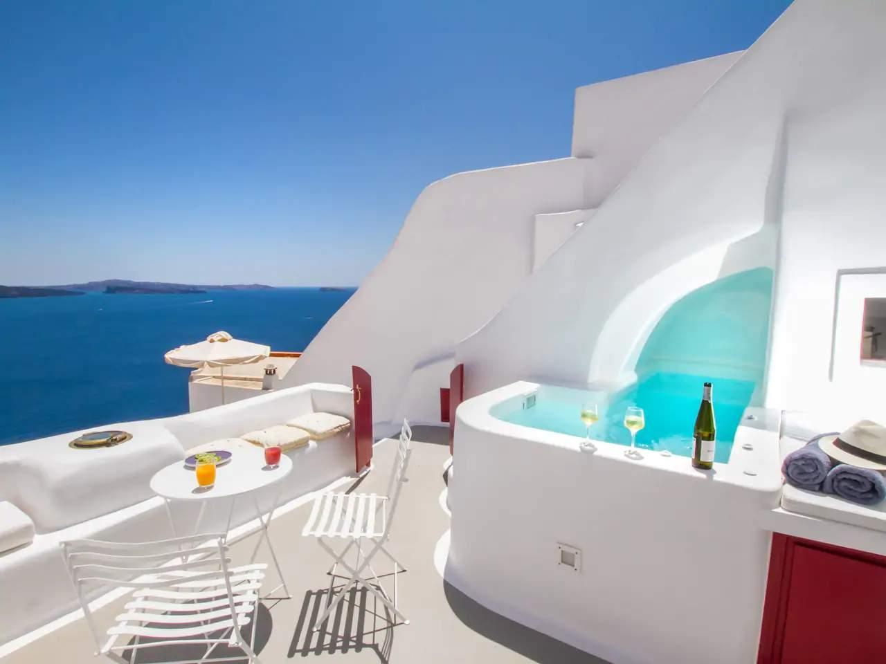 luxusní ubytování na Santorini v Řecku