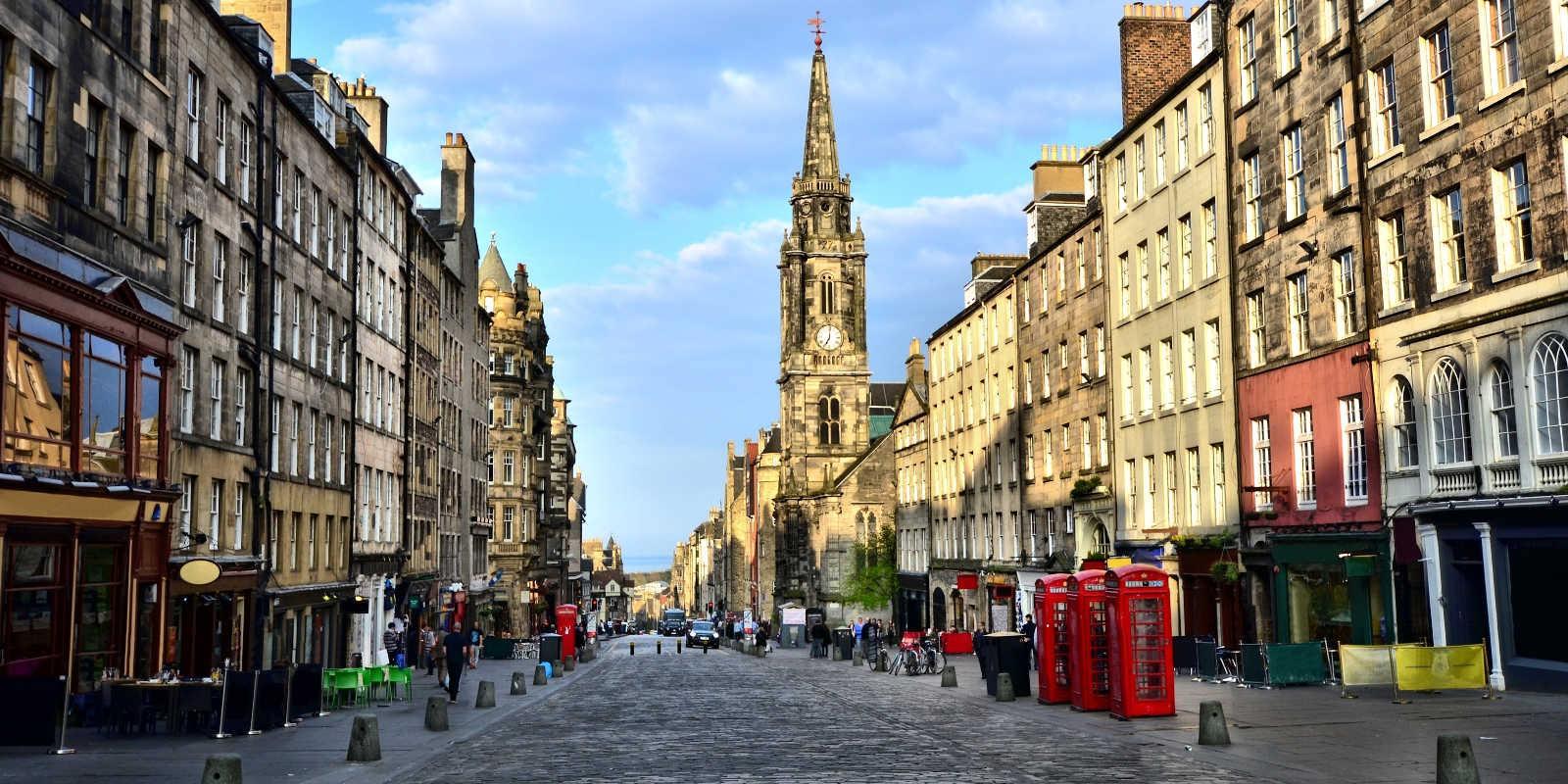 hlavní třída Royal Mile v Edinburghu