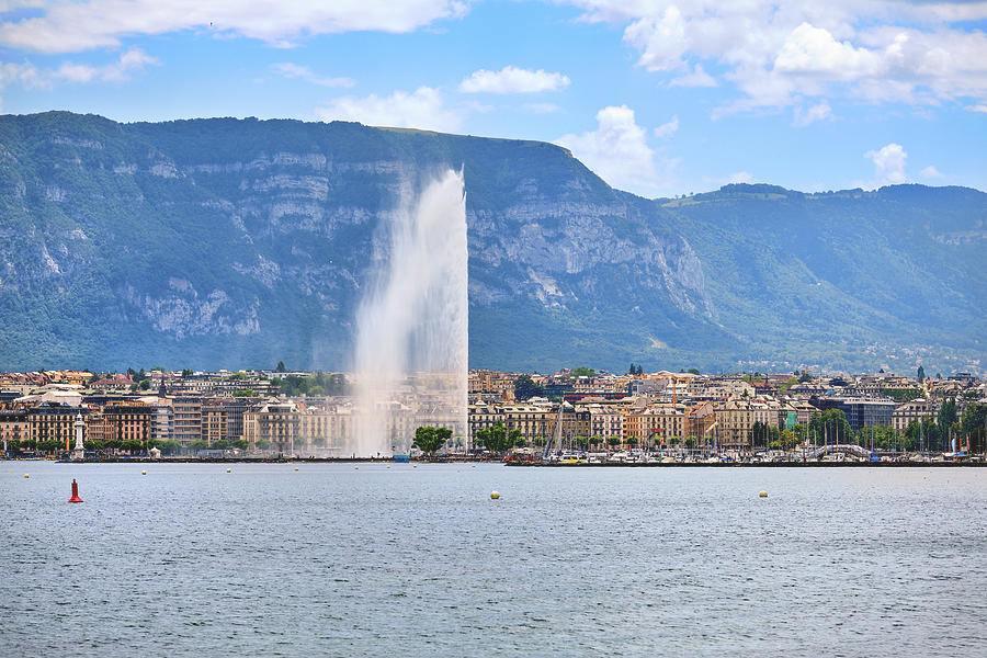 ženevské jezero s vodotryskem