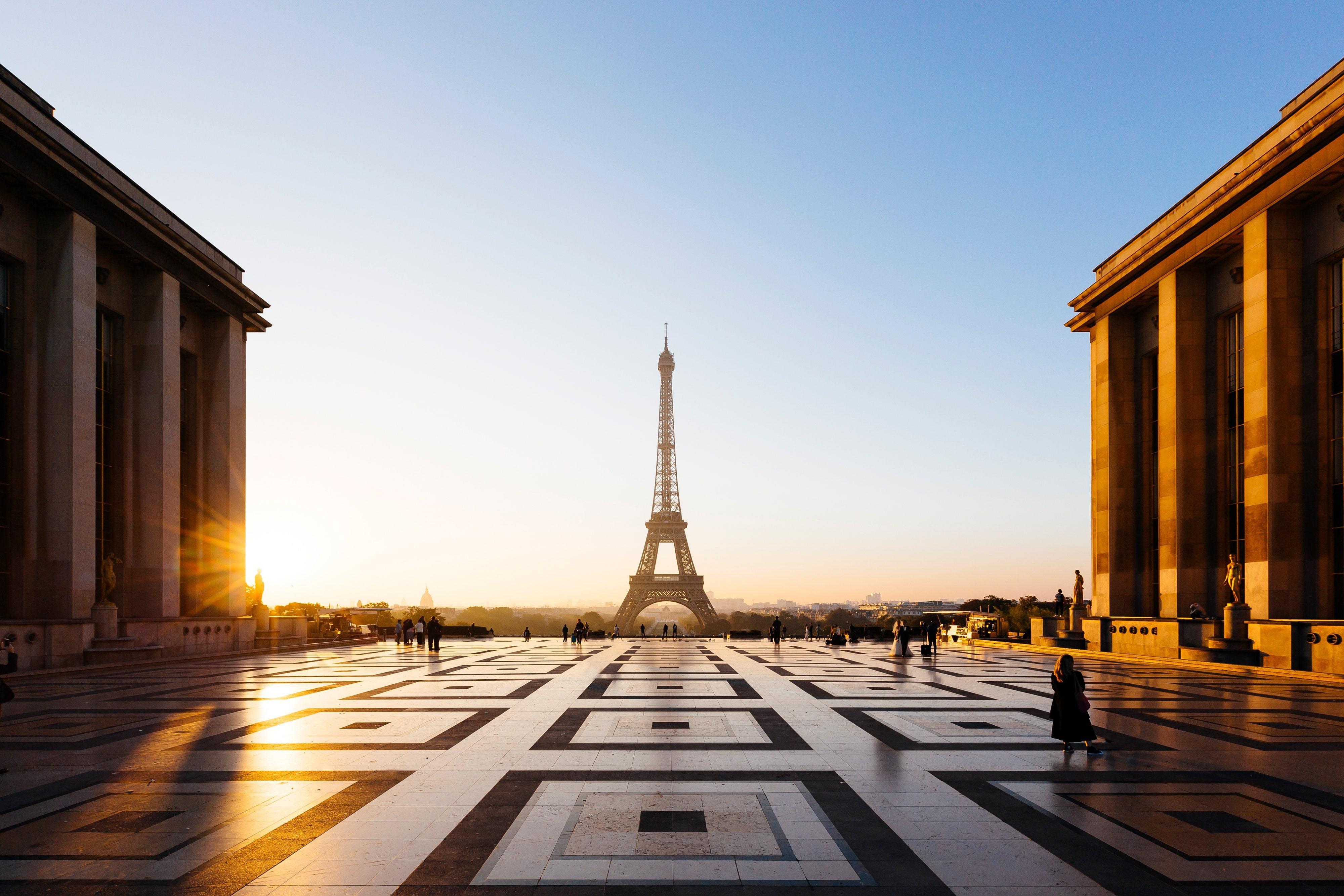 Paris - eiffelova věž při západu slunce